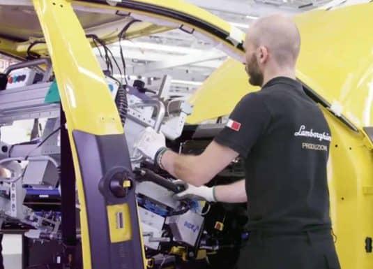 Lamborghini urus-Handhabung von Armaturenbrettern