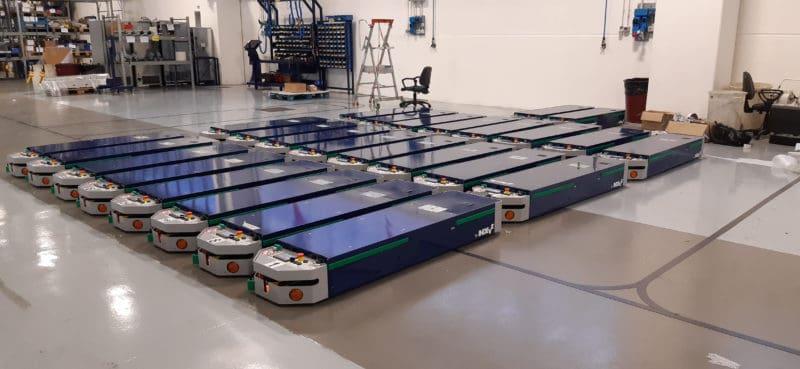 Die automatische AGV-Linie ist perfekt in eine komplexe Produktionsanlage integriert.