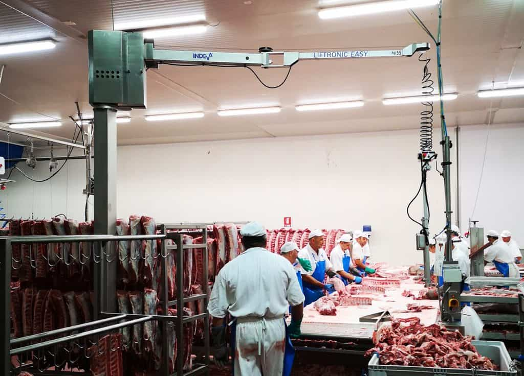 Handling meat easily without effort