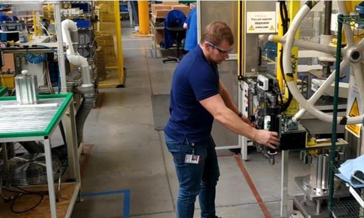 pneumatic manipulator for handling hot stators, weighin 30 kg